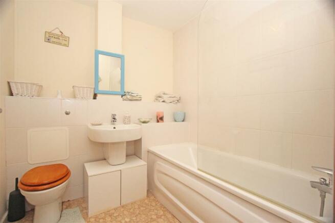 Ed Mulberry Way - Bathroom.jpg