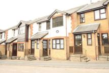 2 bed Maisonette in Wharf Road...