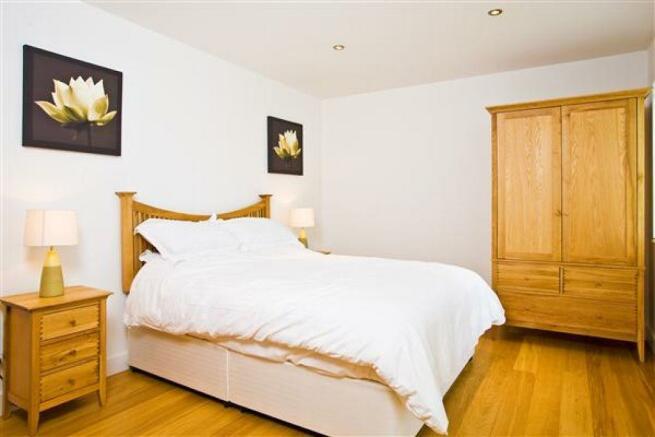 Bedroom 2: (4.6m ...