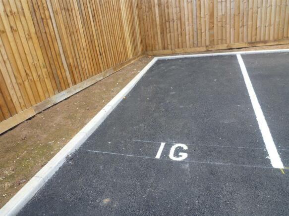 Parking / Gardens
