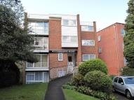 Flat to rent in Brighton Road, Sutton...