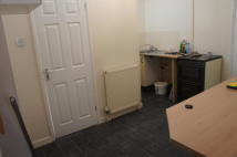Studio apartment in Queens Walk, Woodston...