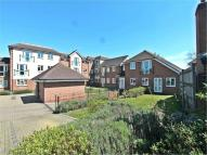 Flat to rent in Park Gate, Southampton...