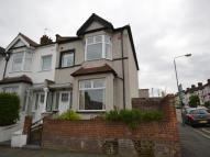 4 bedroom house in Bramshot Avenue, London...