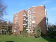2 bedroom Flat in Brighton Road, Sutton...
