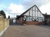 3 bedroom Detached Bungalow in Fawkham Road, Longfield...