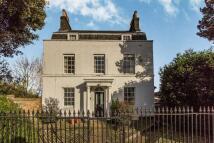 5 bedroom Detached house in Crayford Road, Dartford...