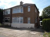 2 bedroom Flat in Eversley Avenue...