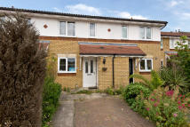 2 bed home in Hadleigh Close...