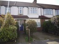 3 bed property to rent in Meadow Close, Raynes Park