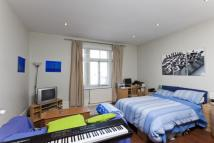 Studio flat in Ewell Road, Surbiton, KT6