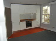 Maisonette to rent in High Street...