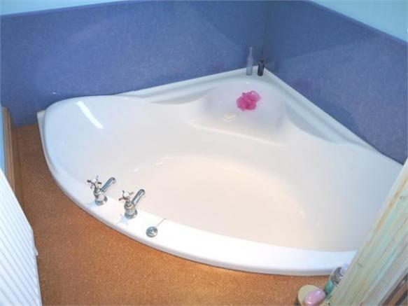 En-suite sunken bath