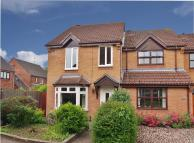 3 bed End of Terrace home to rent in Deene Close...