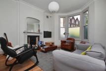 2 bedroom Flat in Saltram Crescent, London...