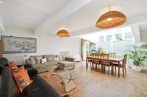 2 bed Flat in Randolph Avenue...
