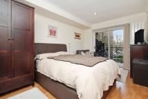 2 bed Flat in Westside Court...