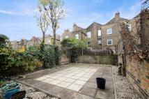 Flat to rent in Lydford Road, Maida Vale...