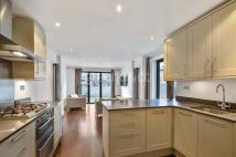 2 bed Flat to rent in Bradiston Road, London...