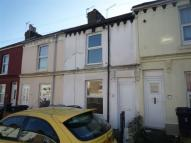 2 bed house to rent in Clarendon Place, Dover...
