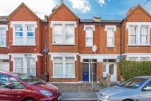 3 bed Flat in Three bedroom split...