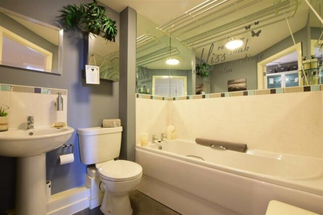 4 Kew House bathroom