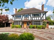 4 bedroom Detached home in Golf Side, South Cheam...