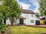 4 bedroom Detached home in The Warren, Carshalton...