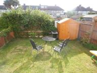 2 bed Maisonette to rent in Lynmouth Avenue, Morden...