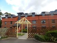Flat to rent in Bolton Drive, Morden...