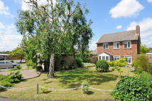 Detached house in ST. ANDREWS WALK, Cobham...
