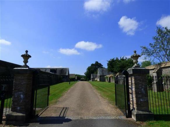 COMMUNAL GATES