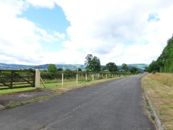 APPROACH TO PROPERTY