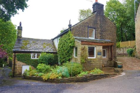 93 Simmondley Village, Glossop, SK13, East Midlands - Detached / 4 bedroom detached house for sale / £650,000