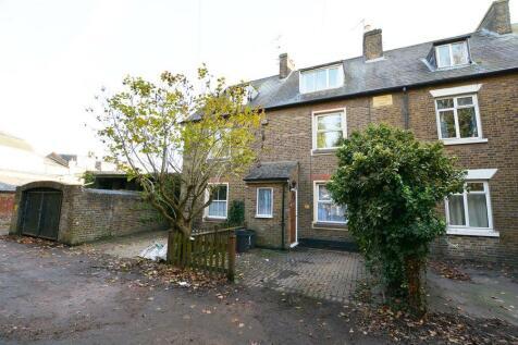 2 Bedroom Houses To Rent in Uxbridge, Greater London - Rightmove