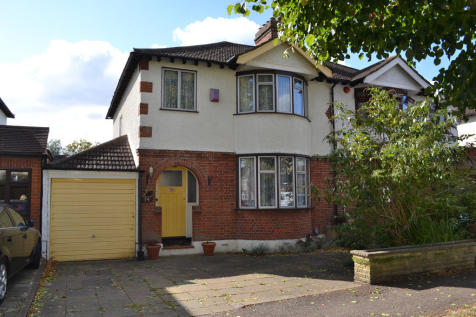 3 Bedroom Houses For Sale in Chingford Hatch, East London ...