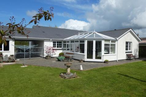 Winllan Lane, Cross Inn, Nr New Quay , SA44, Mid Wales - Detached Bungalow / 3 bedroom detached bungalow for sale / £259,950