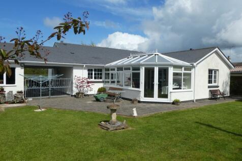 Winllan Lane, Cross Inn, Nr New Quay , SA44, Mid Wales - Detached Bungalow / 3 bedroom detached bungalow for sale / £259,950