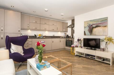 Y Bae, Bangor, North Wales, LL57 2SZ - Apartment / 2 bedroom apartment for sale / £140,000
