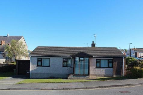 Yr Ogof, Holyhead, North Wales - Detached Bungalow / 3 bedroom detached bungalow for sale / £160,000