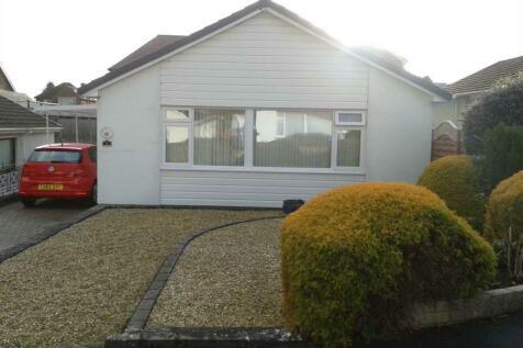 Oakwood Close, Mold, Flintshire.  CH7 1RS, North Wales - Bungalow / 2 bedroom bungalow for sale / £180,000
