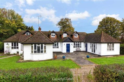 London Road, Tring, Hertfordshire, HP23 6HA, East of England - Detached / 5 bedroom detached house for sale / £925,000