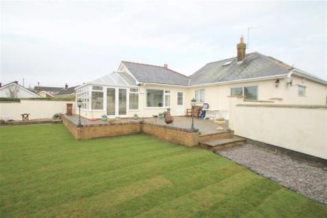 Wrexham Road, Hope, Wrexham, LL12 9NB, North Wales - Detached Bungalow / 4 bedroom detached bungalow for sale / £285,000
