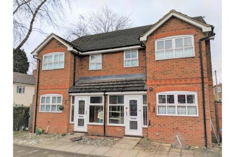 Property Image 1 & 3 Bedroom Houses To Rent in Farnborough Hampshire - Rightmove