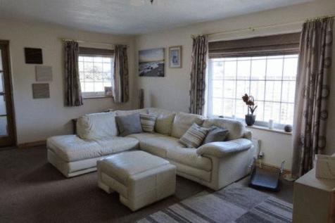 Efailnewydd, Pwllheli, LL53 5TJ, North Wales - Detached Bungalow / 3 bedroom detached bungalow for sale / £180,000