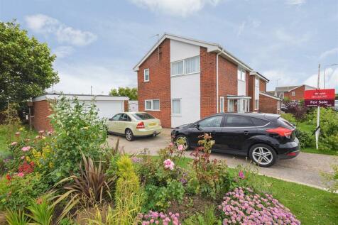 Llys Brenig, Rhyl, LL18 4BX, North Wales - Detached / 4 bedroom detached house for sale / £163,950