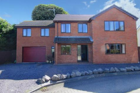 Llys Merllyn, Bagillt, CH6, North Wales - Detached / 6 bedroom detached house for sale / £275,000