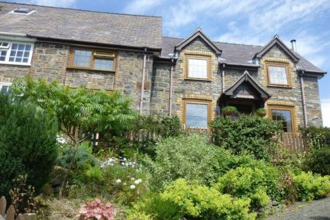 Trefeglwys, Caersws, SY17 5PH, Mid Wales - Semi-Detached / 3 bedroom semi-detached house for sale / £184,950