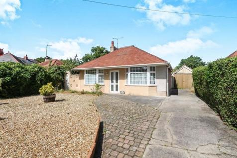 Trellewelyn Road, Rhyl, LL18, North Wales - Detached Bungalow / 3 bedroom detached bungalow for sale / £90,000