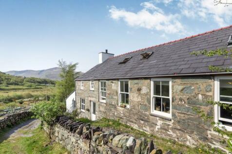 Dinorwic, Caernarfon, Gwynedd, North Wales, LL55 3ER - Detached / 4 bedroom detached house for sale / £325,000